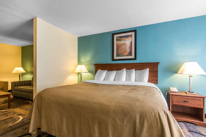 Suite - Quality Inn & Suites Memphis