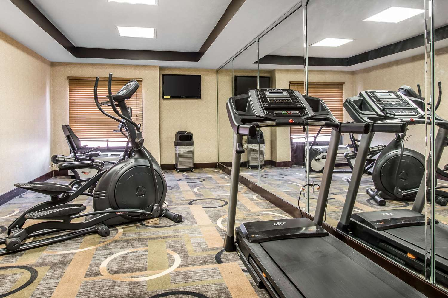 Fitness/ Exercise Room - Quality Inn & Suites Memphis