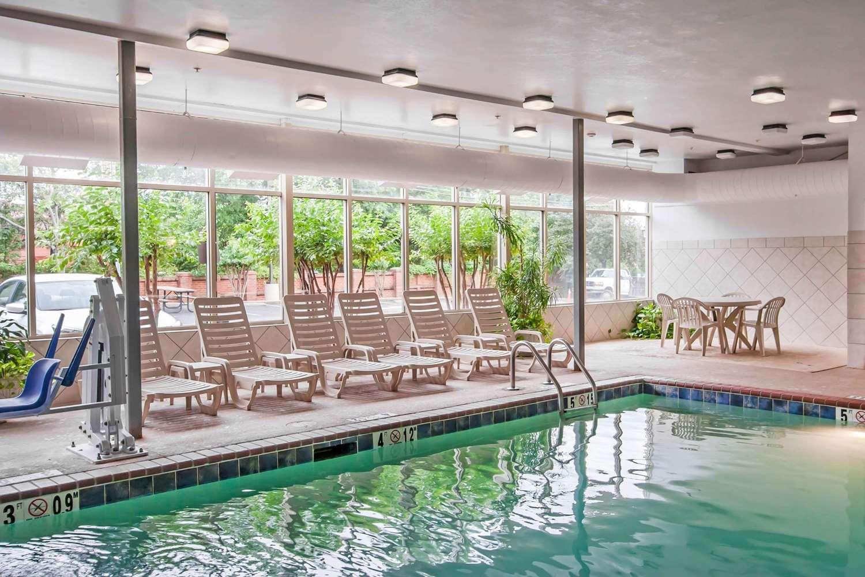Pool - Quality Inn & Suites Germantown