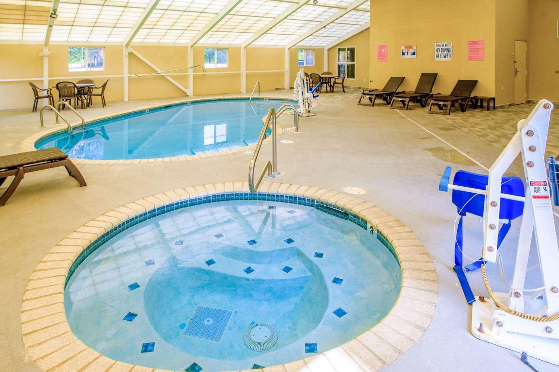 Pool - Quality Inn Cordova