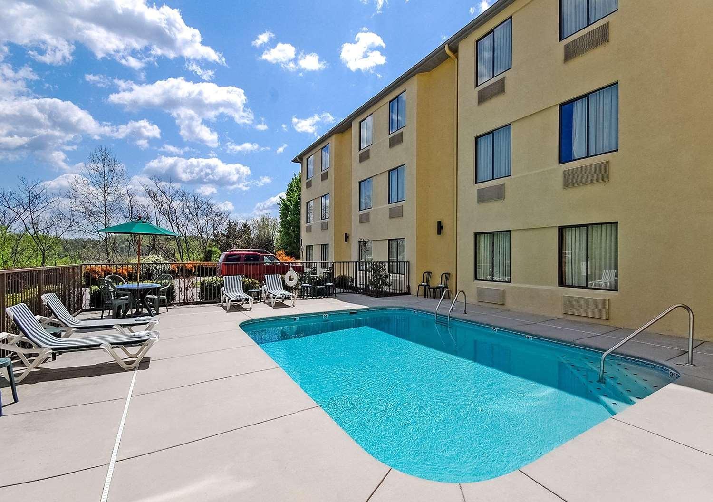 Pool - Sleep Inn Sevierville