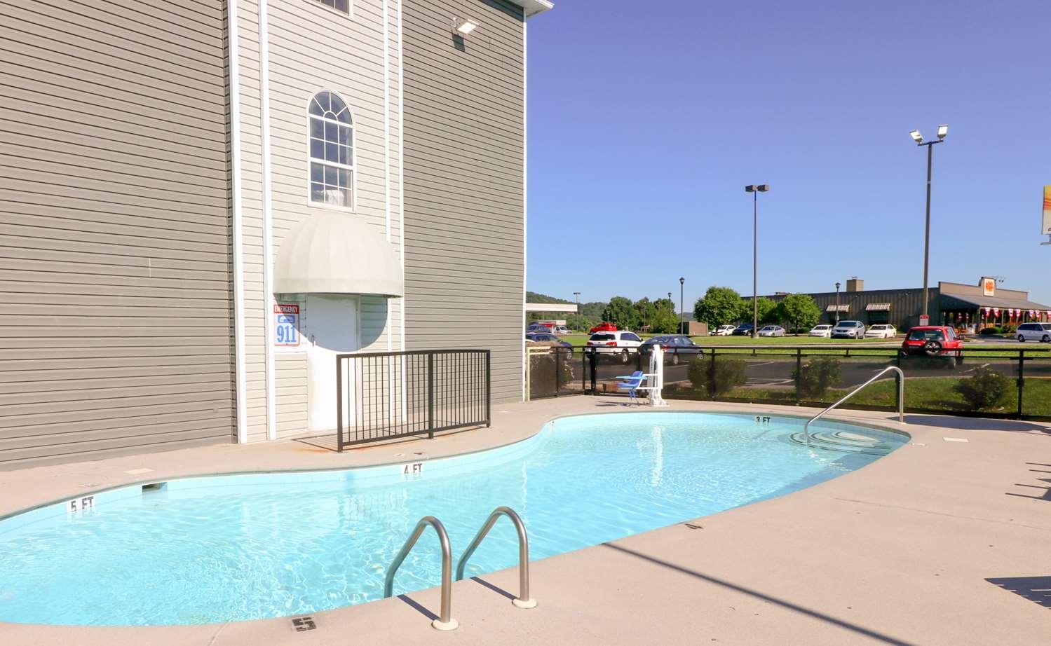 Pool - Econo Lodge Sevierville