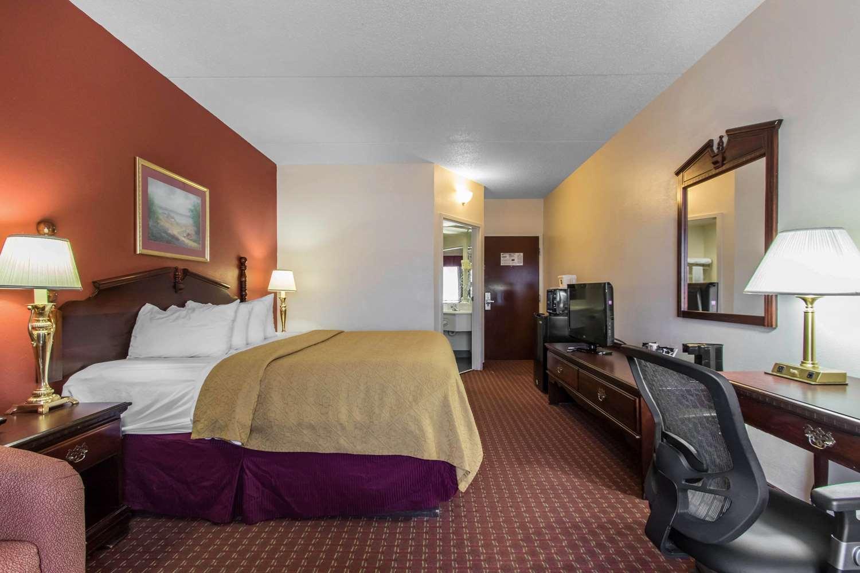 Room - Quality Inn Hixson