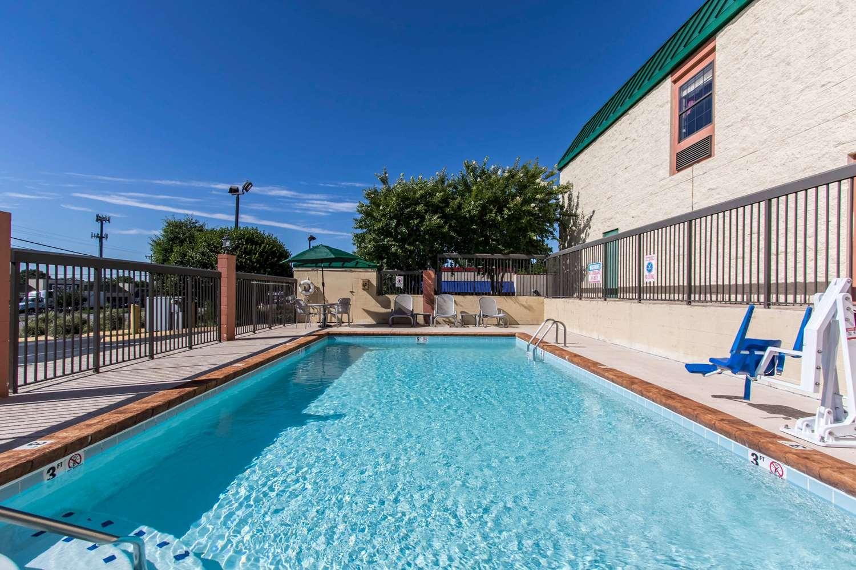 Pool - Quality Inn Hixson