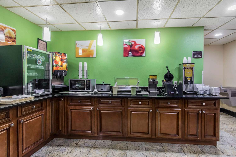 Restaurant - Quality Inn Hixson