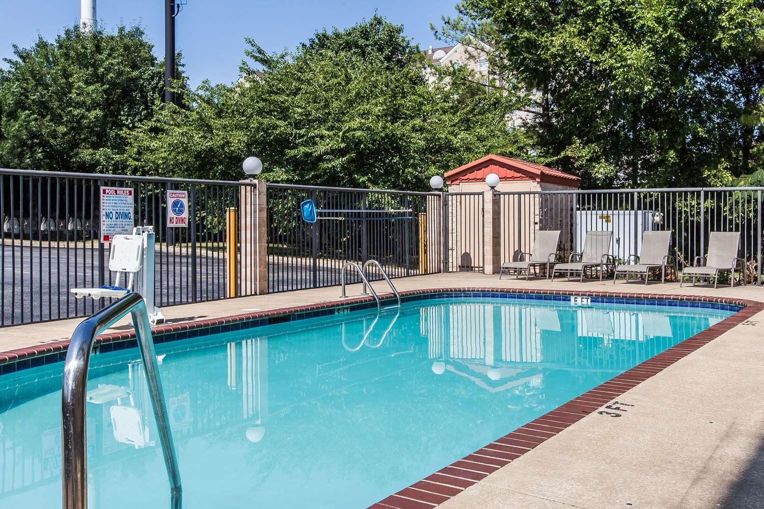 Pool - Comfort Inn & Suites Chattanooga