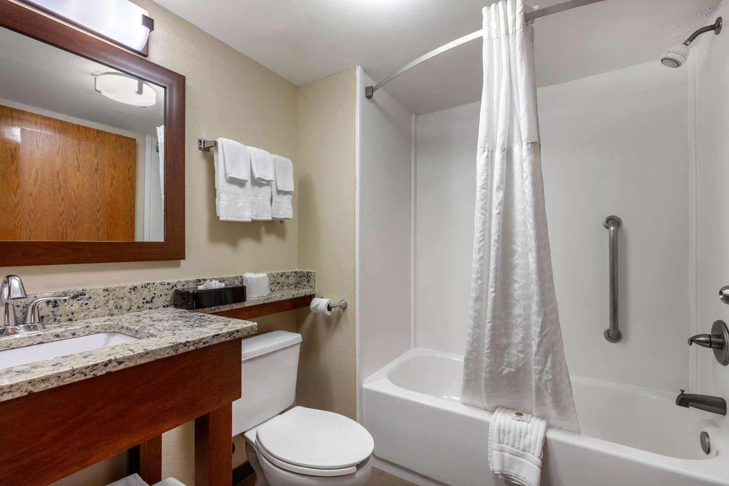Room - Comfort Inn & Suites Chattanooga
