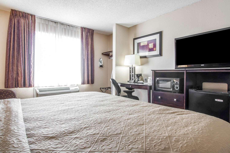 Room - Quality Inn Jackson