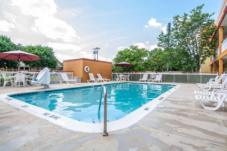 Pool - Quality Inn Jackson