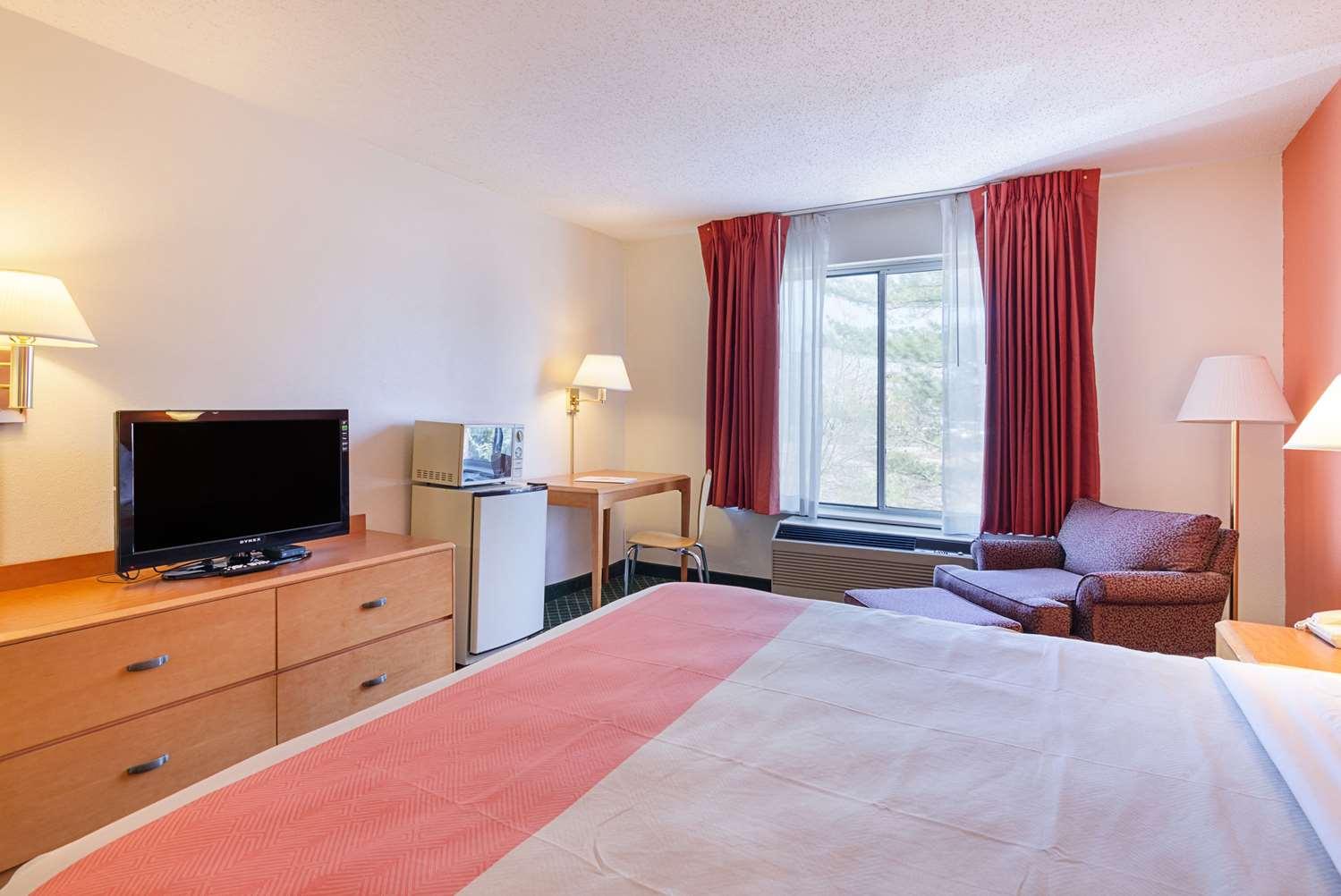 Room - Econo Lodge Inn & Suites Johnson City