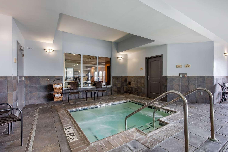 Pool - Comfort Suites Jackson