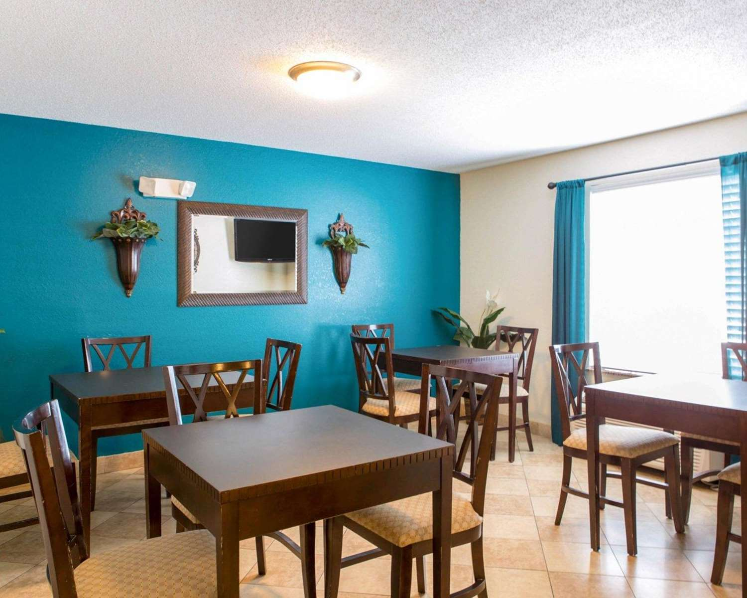 Restaurant - MainStay Suites Knoxville