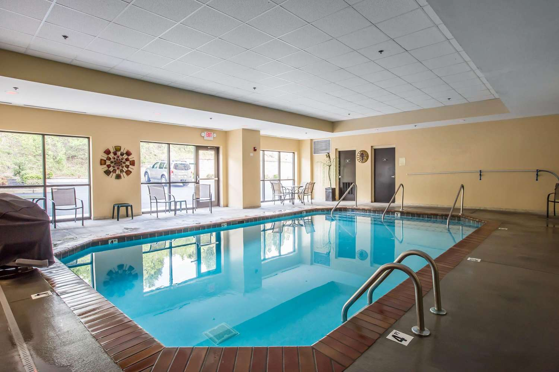Pool - Comfort Suites Kingsport