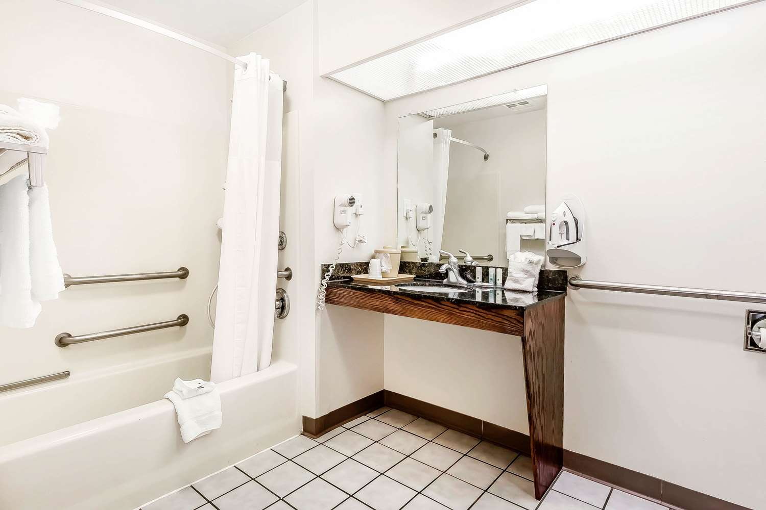 Room - Quality Inn Gallatin