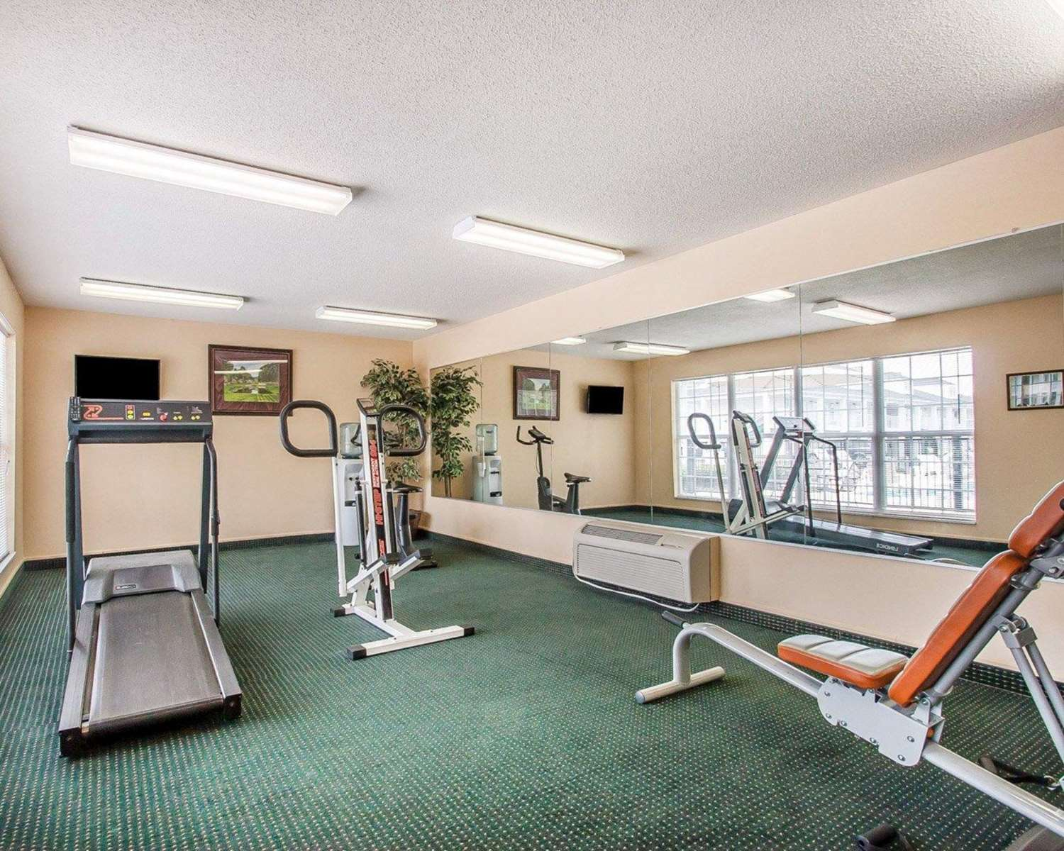 Fitness/ Exercise Room - Quality Inn Gallatin