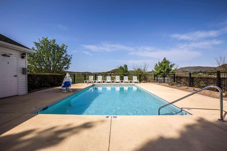 Pool - Quality Inn Kingsport