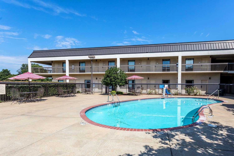 Pool - Quality Inn Union City