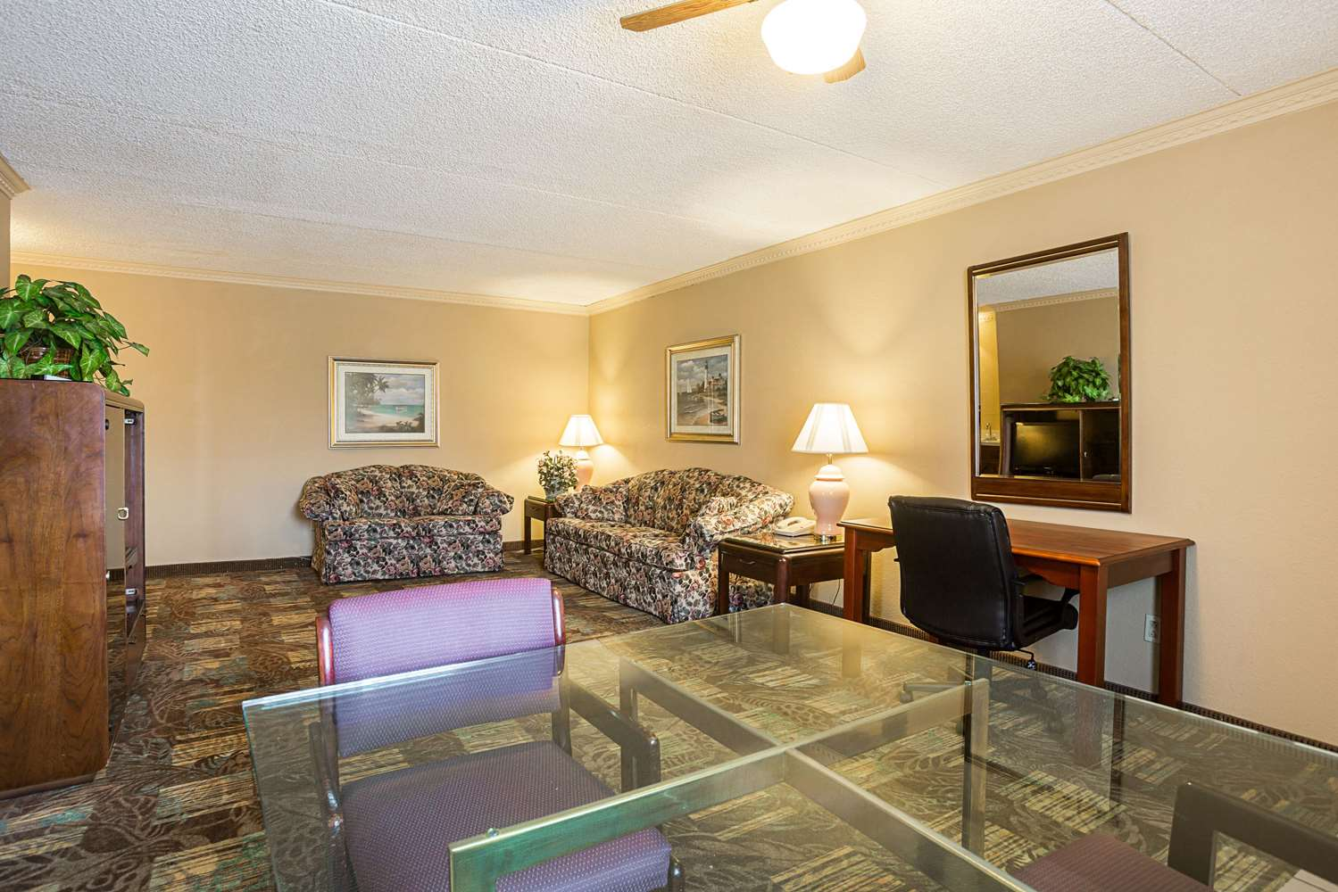 Suite - Quality Inn Hurricane Mills