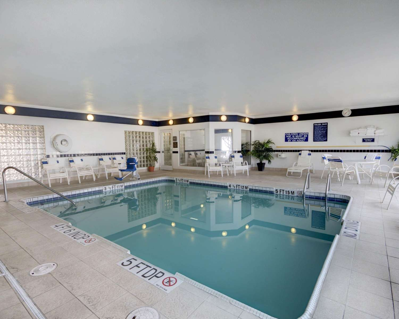 Pool - Quality Suites University El Paso