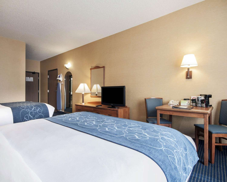 Room - Quality Suites University El Paso
