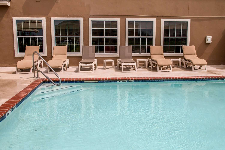 Pool - Comfort Suites New Braunfels
