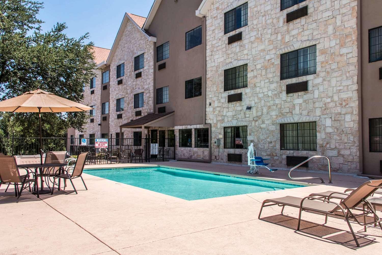 Pool - Comfort Suites Round Rock