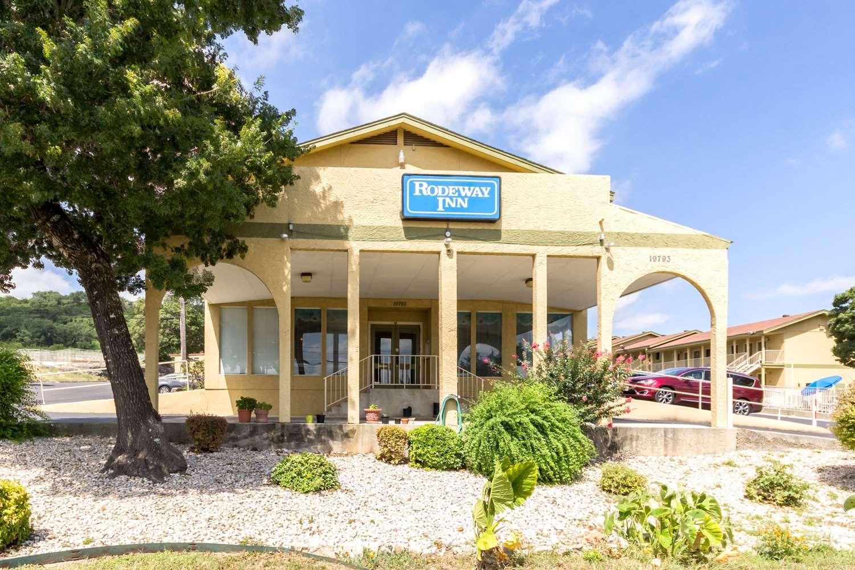Cheap Hotels By Fiesta Texas In San Antonio