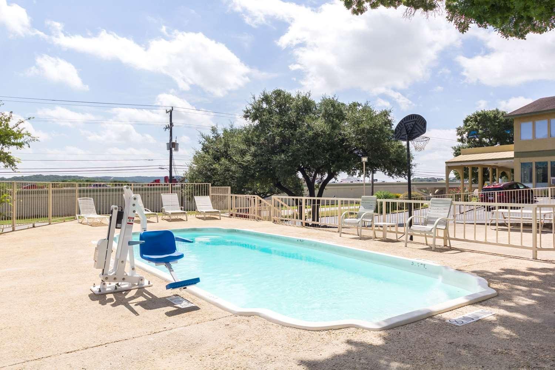 Rodeway Inn Six Flags San Antonio Tx See Discounts