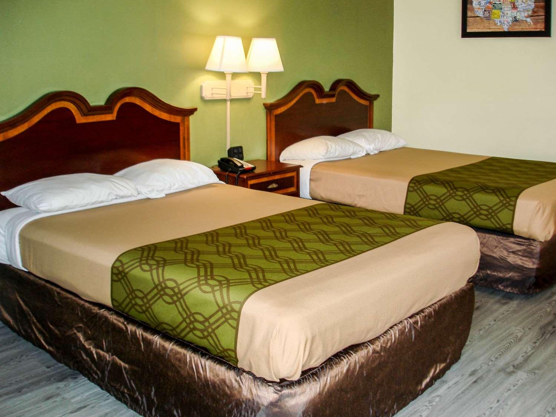 Room - Econo Lodge Texarkana