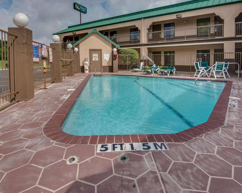 Pool - Quality Inn Mt Pleasant