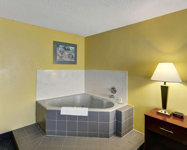 Suite - Quality Inn & Suites Grand Prairie