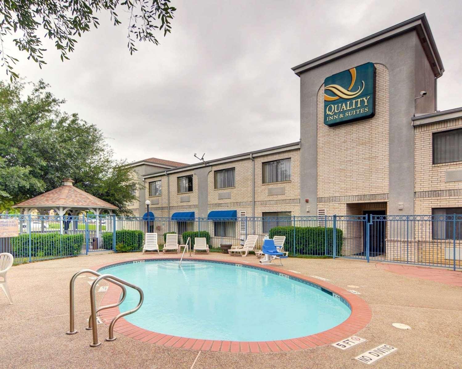 Pool - Quality Inn & Suites Grand Prairie