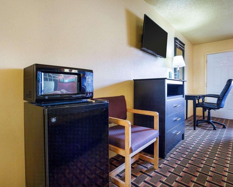 Room - Econo Lodge Northwest Houston