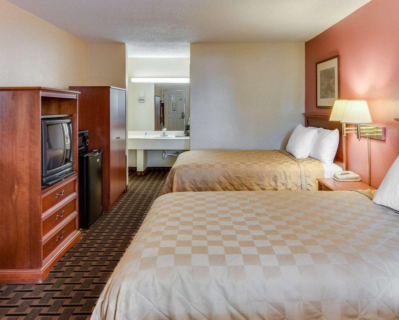 Room - Rodeway Inn Texarkana