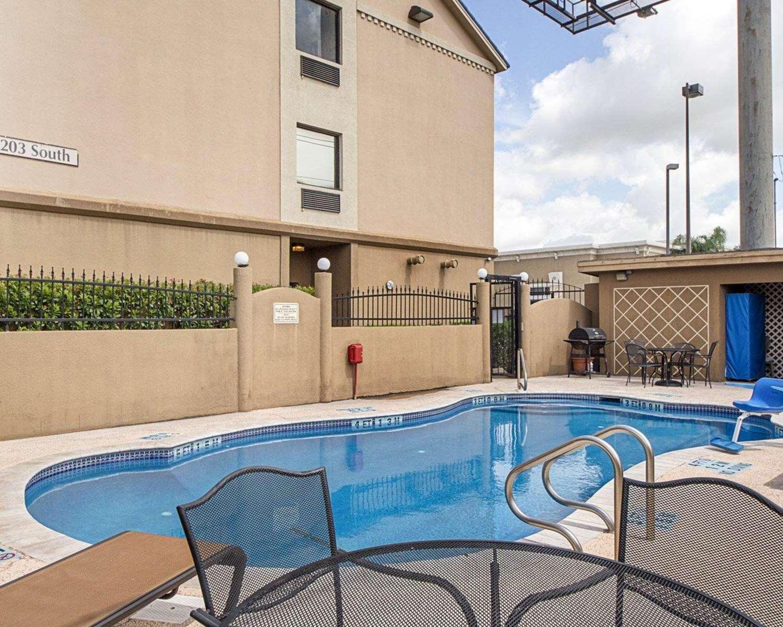 Pool - Comfort Inn Medical Center Mission
