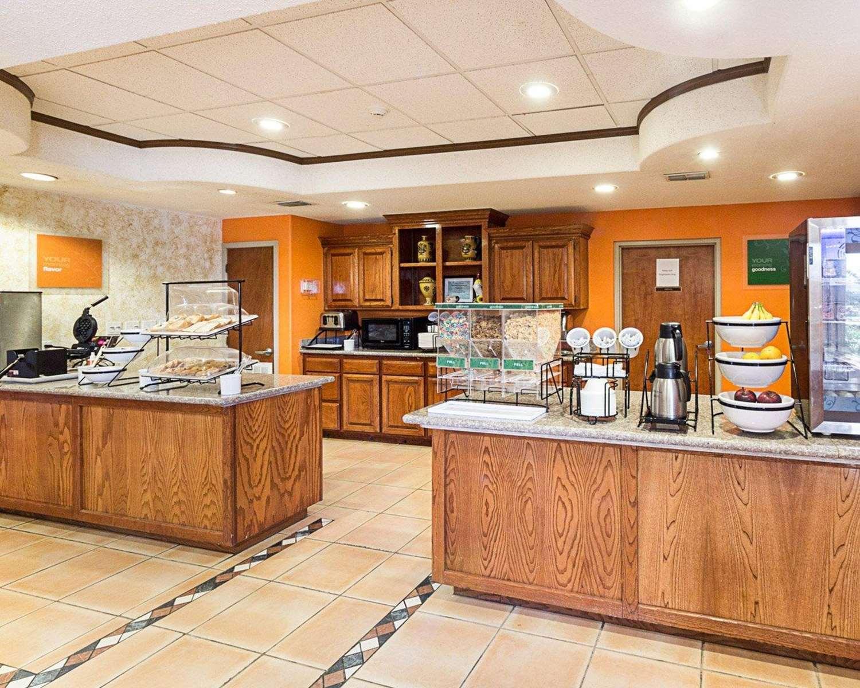 Restaurant - Comfort Inn Medical Center Mission