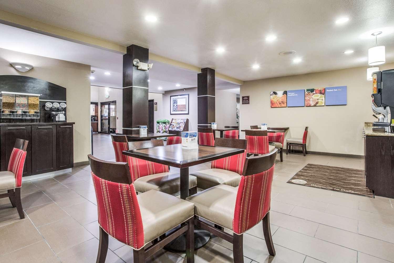 Restaurant - Comfort Inn & Suites Market Center Dallas