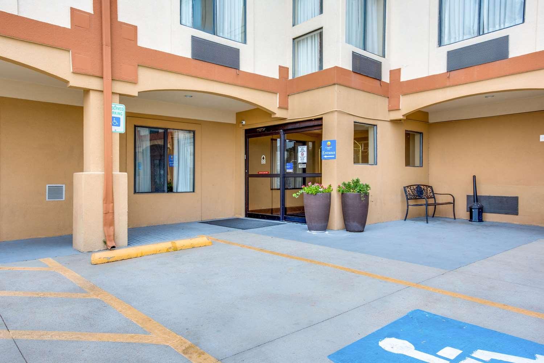 Exterior view - Comfort Inn & Suites Market Center Dallas