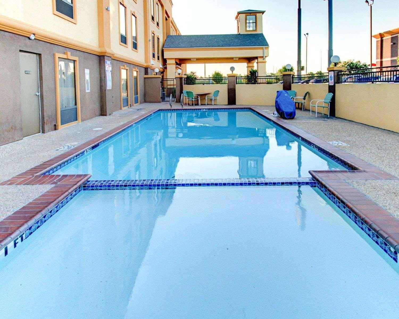 Pool - Comfort Inn Corsicana