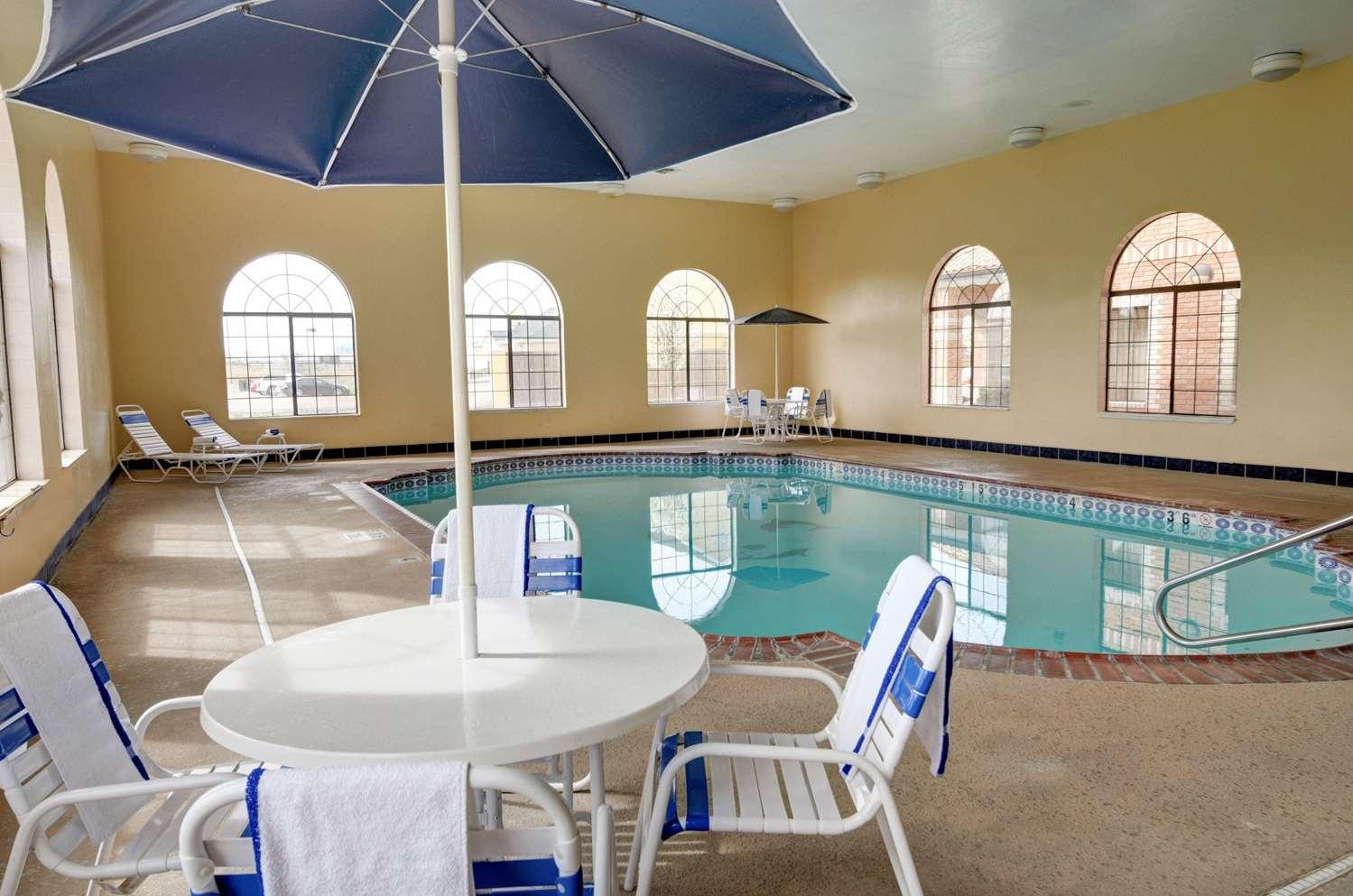 Pool - Comfort Inn & Suites Amarillo