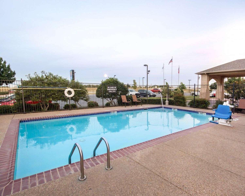 Pool - Comfort Inn Mansfield
