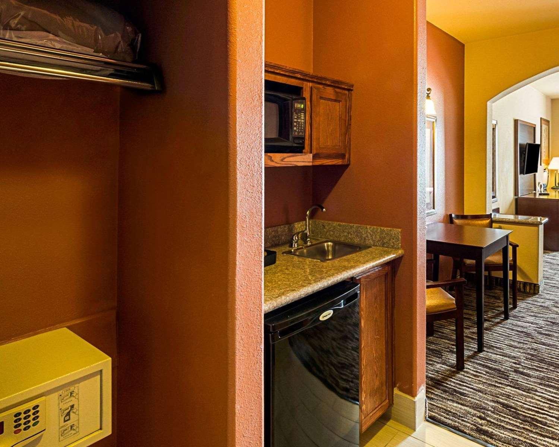 Suite - Comfort Suites McAllen