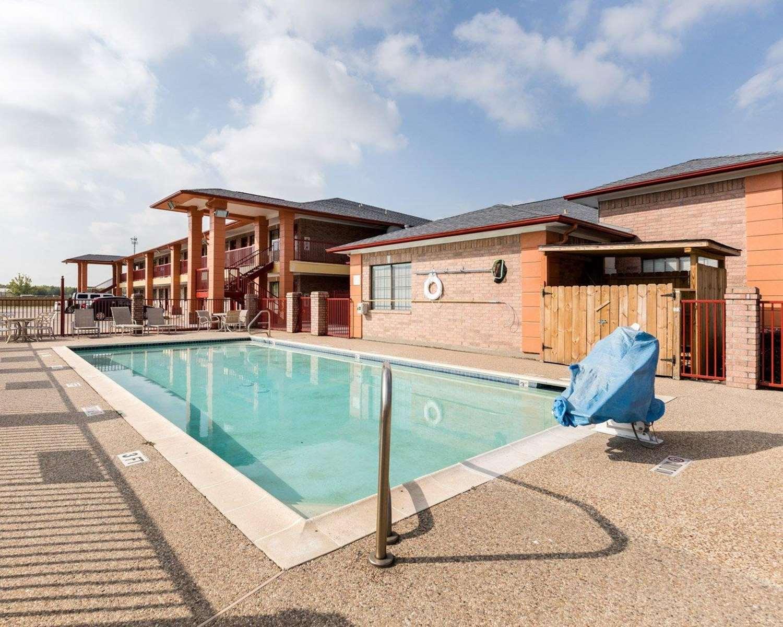 Pool - Econo Lodge Airport Houston