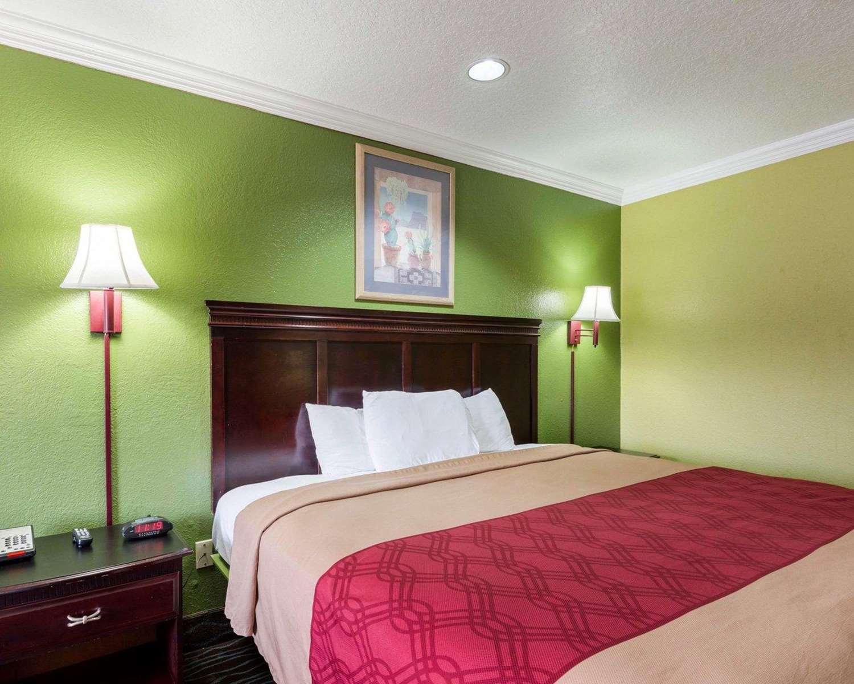 Room - Econo Lodge Airport Houston