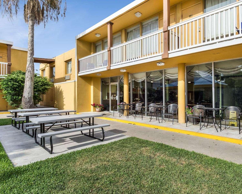Pool Quality Inn Suites Sandy Ss Corpus Christi