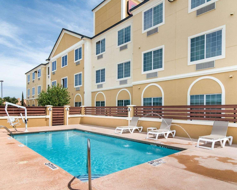 Pool - Comfort Suites Odessa