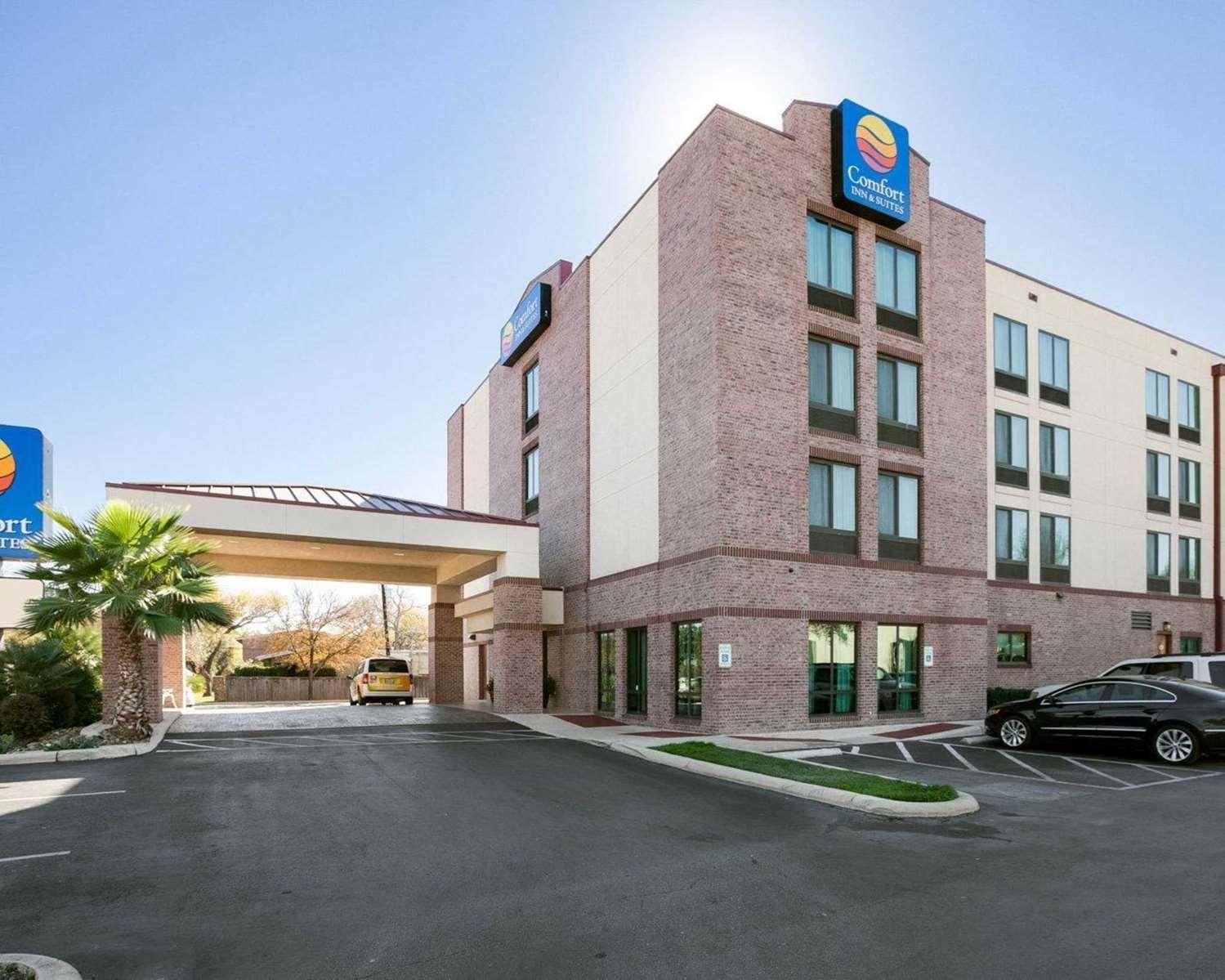 Exterior view - Comfort Inn & Suites Airport San Antonio
