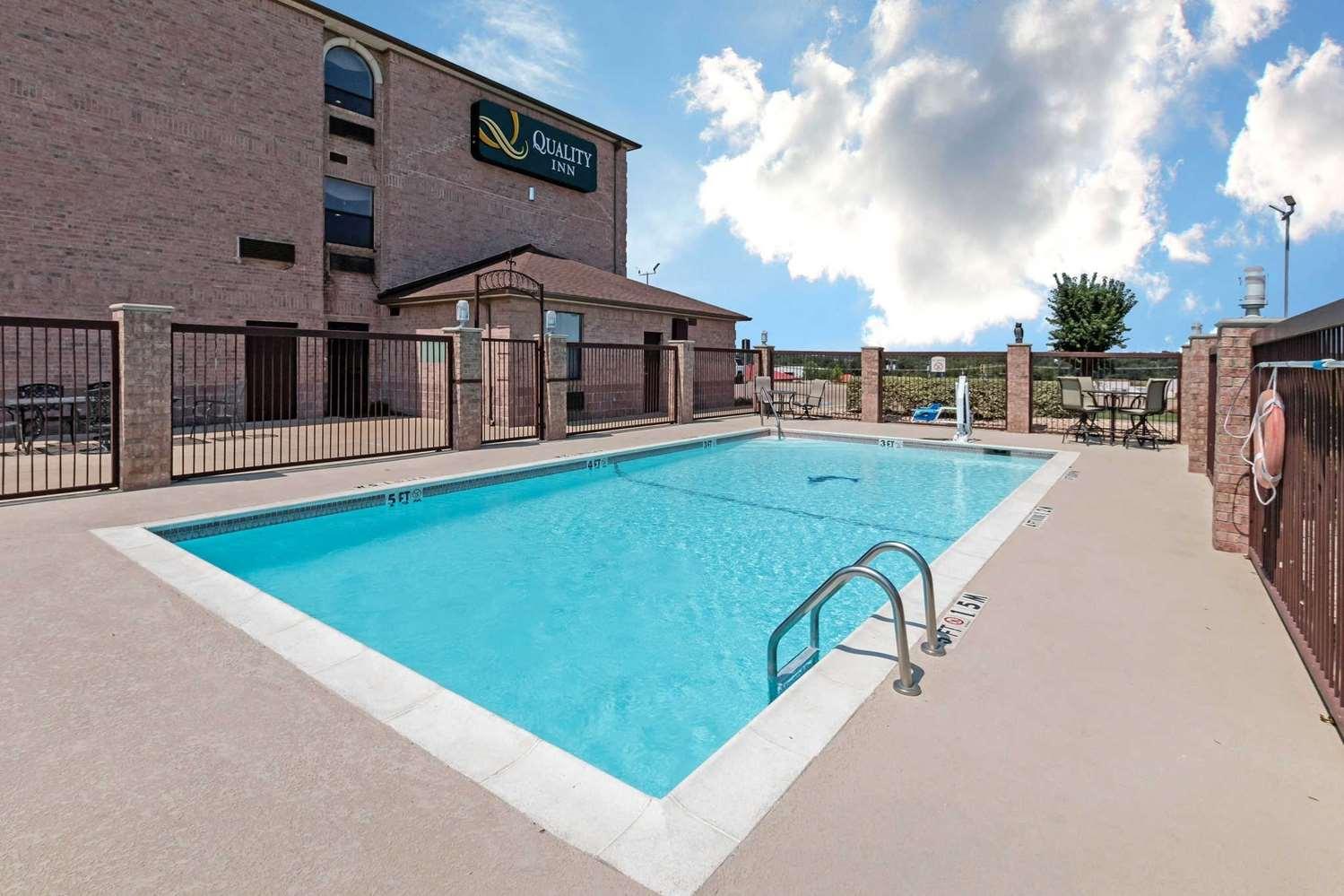 Pool - Quality Inn Buffalo