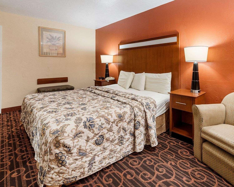 Room - Econo Lodge Jasper