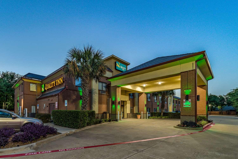 Exterior view - Quality Inn near Baylor Medical Center Plano